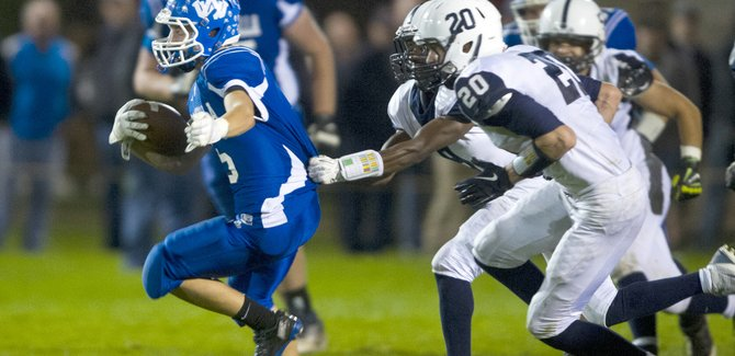 1410 17 WaHi vs Chiawana Football.ML.017 r670x325